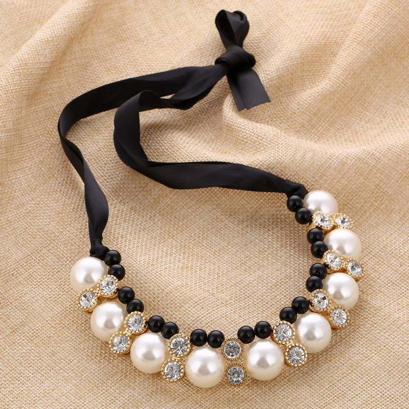 Women's Elegant Statement Necklace with Large Pearls Necklaces 8d255f28538fbae46aeae7: 3|3540|Black|white