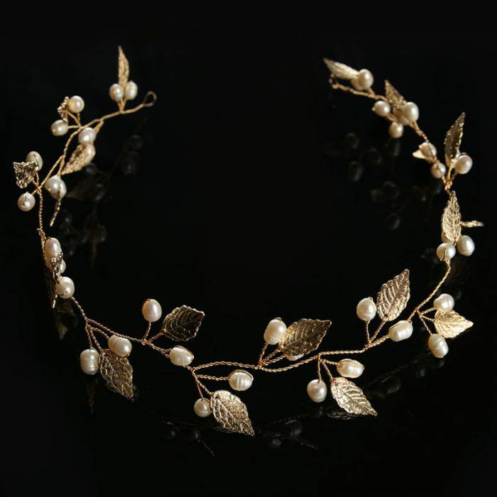 Lightweight Metal Tiara with Pearls
