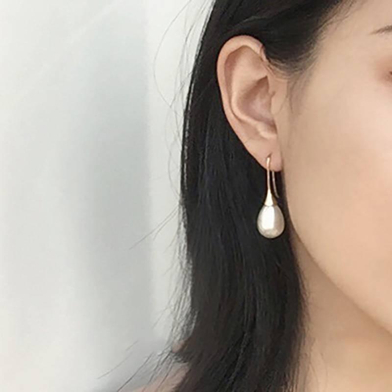 Minimalistic Pearl Women's Earrings Earrings 880c1273b27d27cfc82004: Elliptical Round