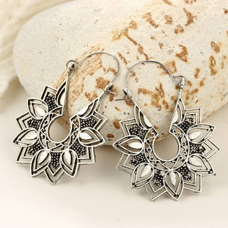 Vintage Flower Shaped Earrings Earrings 8d255f28538fbae46aeae7: Black|Black 2|Brown|Dark Grey|Gold|Light Grey|Silver|Yellow