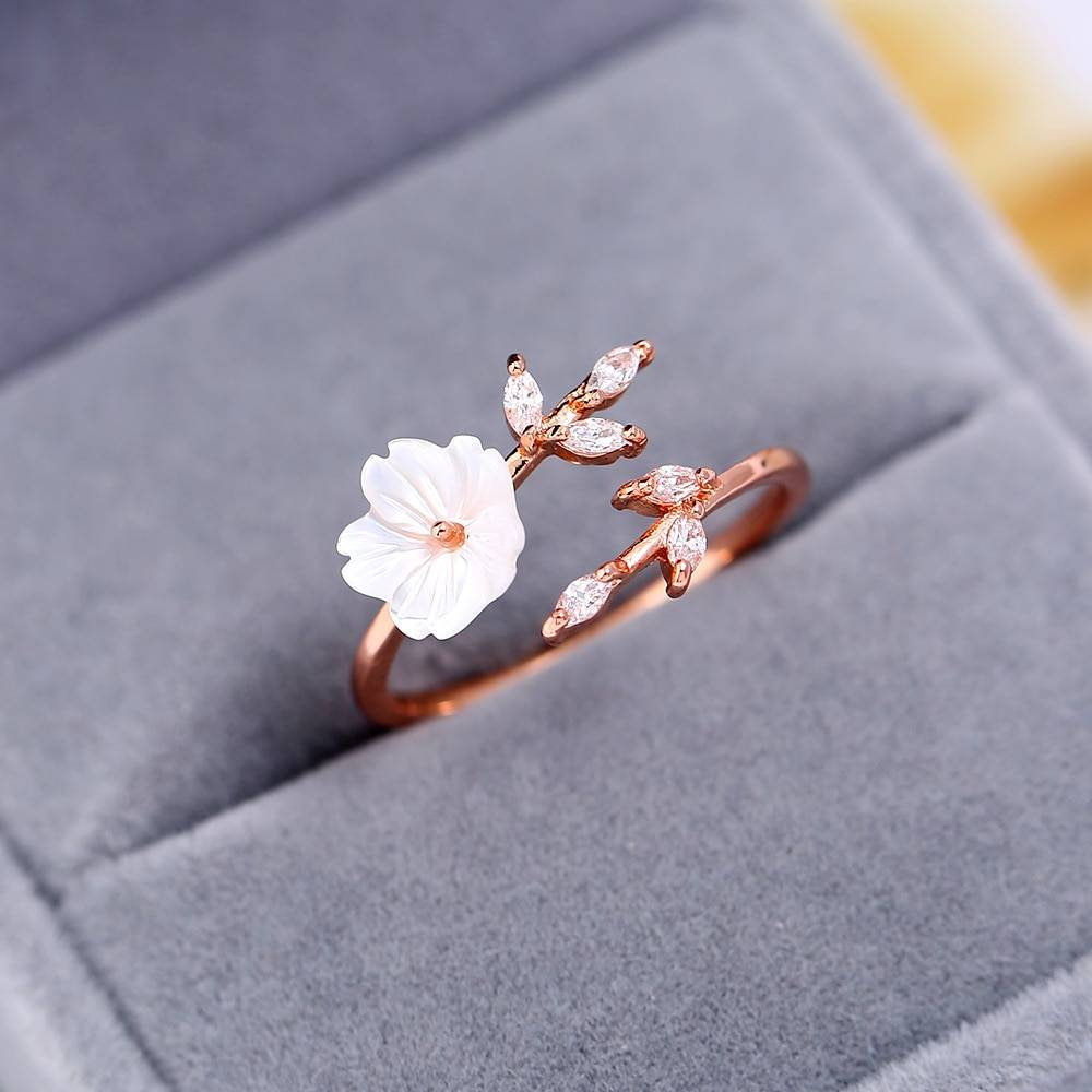Flower Shaped Ring for Girls Rings 2ced06a52b7c24e002d45d: Resizable